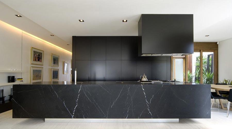Cucine e colori il nero cantiani - Cucine nere lucide ...